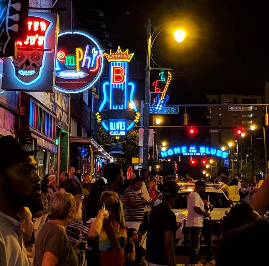 beale neon crowd2