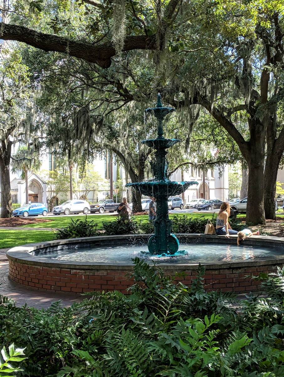 Fountain and trees with Spanish moss in Savannah square